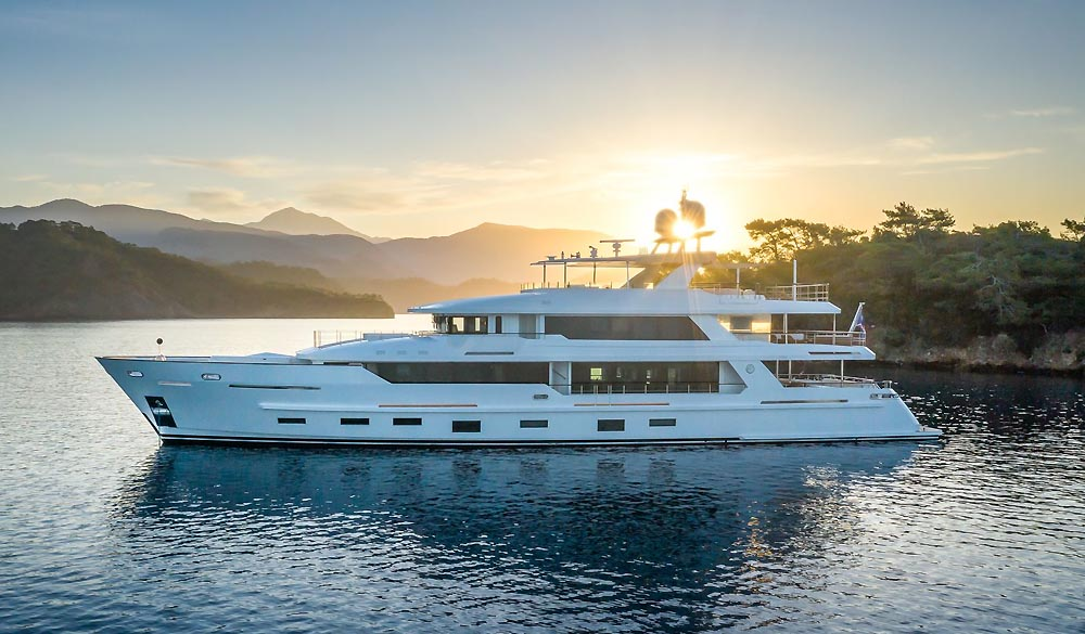 Sunrise Super Yacht 43M