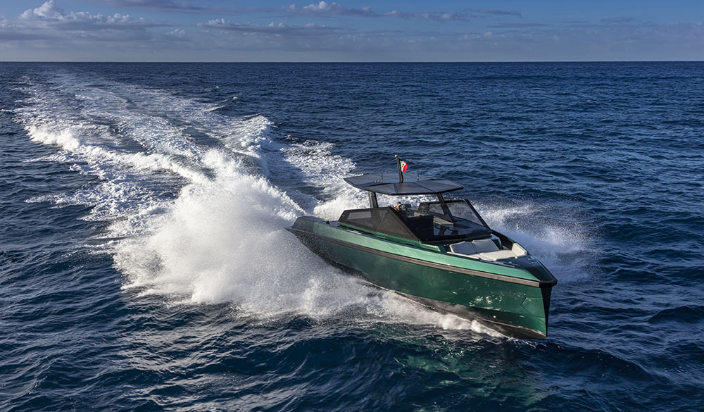 The first model of the 43 Wallytender is stunning green